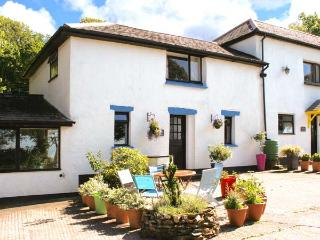 BLUEBELL, pet-friendly cottage with swimming pool, BBQ area, Bude Ref 29355