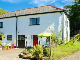 FOXGLOVE, upside down cottage with swimming pool, alpacas, play area, Bude Ref