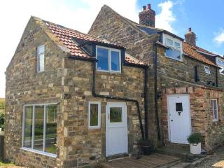 THE HAYSHED romantic retreat, pet-friendly, woodburning stove near Whitby Ref 91