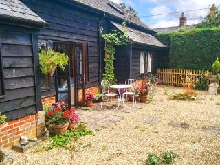 COLES FARM GRANARY, detached granary conversion, single-storey, off road parking, private patio, in Romsey, Ref 906580, Timsbury