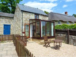FISHERMAN'S COTTAGE, detached, underfloor heating, coastal views from garden, sh