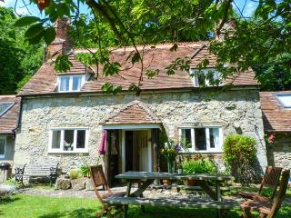 LISLE COMBE COTTAGE, flexible zip/link bed, ground floor bedroom, WiFi, pretty g