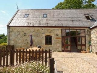 BEACHCOMBERS, beach 5 mins walk, ground floor bedrooms, private patio, sea views, near Ventnor, Ref 926288