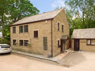 WARLEY LEA HOUSE spacios detached house, enclosed garden, good touring base in Matlock Ref 926680