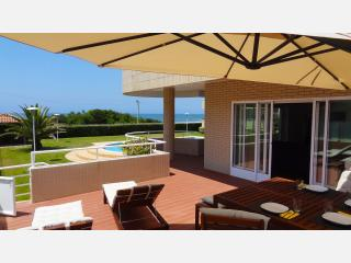 Beach front apartment with direct access to pool., Vila Nova de Gaia