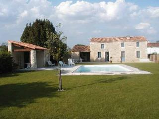 Gite de Baude pour 8 et piscine dans le sud Vendée