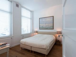 Luxurious guestroom with private entrance, Amsterdã