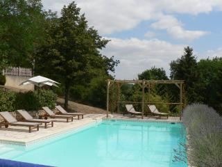 Stylish Gite, 3 bedrooms, private pool, Wifi, Fumel