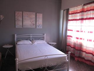 Argostoli Central square GF  2 Bedrooms/Sleep 4
