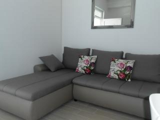 Bruna Apartment in Jezera next to Tisno
