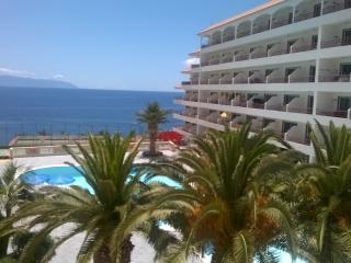Aparthotel in Playa la Arena with ocean views, Puerto de Santiago