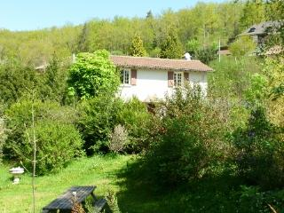 ***Cottage Swimming Pool Views Bordered By River, Sansac de Marmiesse