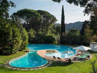 VILLA CORTE 3BR-Pool Garden & SPA by KlabHouse, Camaiore