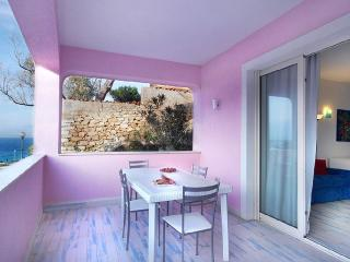 OSTRICA 2BR-terrace 50 meters from beach by KlabHouse, Santa Teresa di Gallura