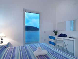 SEPPIA 3BR-Terrace 50 mt from Sea by KlabHouse, Santa Teresa di Gallura