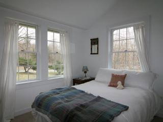 Beautiful Streamside Cottage in Dutchess County, Clinton Corners
