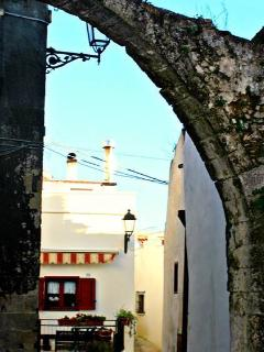 a glimpse of another arch..