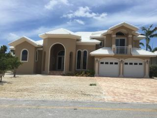 New Key Colony beach home 80ft of Canal frontage, Key Colony Beach