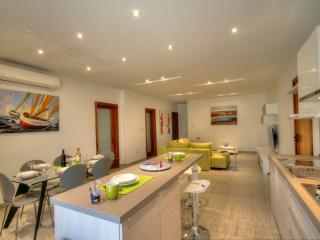A New Stunning Modern Home communal Pool free Wifi, Bugibba