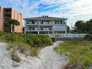 Beachfront Paradise at Island Sands 204 Awaits you in  December!, Indian Rocks Beach
