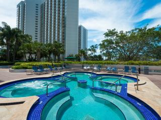 Heart's DESIRE & PERFECT for FAMILIES: 2 Bedroom Suite at The Grand!!, Miami