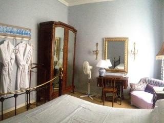 Marcel Suite in a Great Town House in Centre Ville