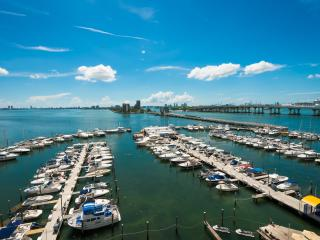 Perfect Getaway Lux Condo at The DoubleTree Grand Biscayne Bay Resort!, Miami