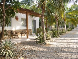 2BD bungalow w/ ocean&lagoon access, Colonia Luces en el Mar