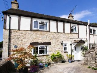 GLEN COTTAGE, pet-friendly cottage, close to village pub, two woodburners, garden, WiFi, Bussage Ref 922057, Stroud