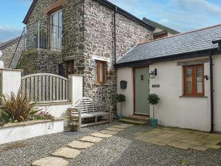 THE BUTTERY, semi-detached barn conversion, ground floor bedroom, near Bideford Bay and Hartland, Ref 923258