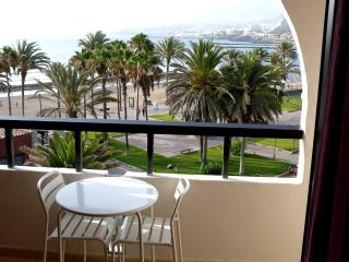 WHITE LOFT with Fabulous Sea Views, Playa de las Américas