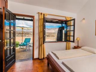 Dormitorio Vaya Querida con vistas al atardecer y a las montañas