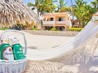 Beach Villa Cayena 2bdr WiFi + Houskeeper, Bávaro