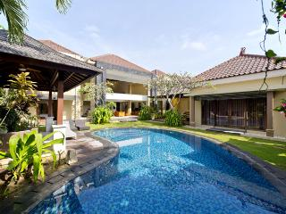 Luxury 10  / 5 bed Villa ,Seminyak, 5 Min to beach