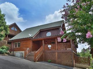 Blue Heaven is a 2 bedroom cabin with bedside Jacuzzi in Master Bedroom, Sevierville