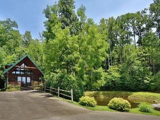 Hugs n Kisses is a one bedroom cabin located in Black Bear Falls Resort.