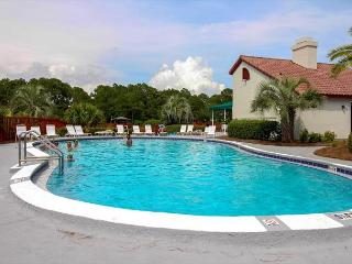 Inn at St. Thomas Square 1207 A-Studio-Sleeps 4-Steps to the Beach-Boat Dock, Panama City