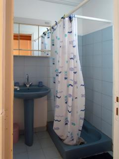 Salle de douche chambre 3
