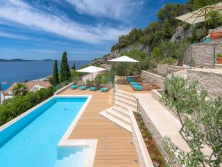Luxury villa near sea for rent, Hvar
