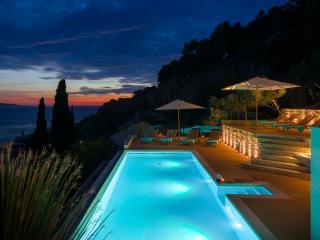 Luxury villa near sea for rent, Hvar