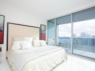Amazing Luxury Waterfront Condo, Miami