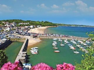 The flat is just a five minute walk from Saundersfoot harbour.