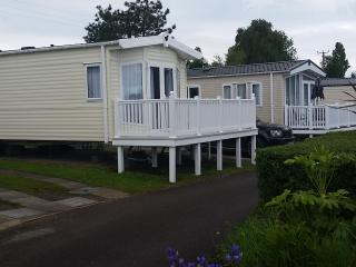New June 2015 - 3 bed caravan on 5* Rockley Park, Poole