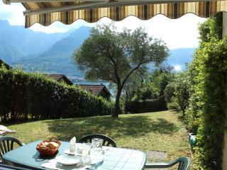 appartamento bilocale vista lago con giardino