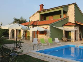 apartment with private pool in exclusive villa, Fazana