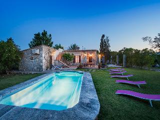 3 BEDROOM COUNTY VILLA WITH PRIVATE POOL