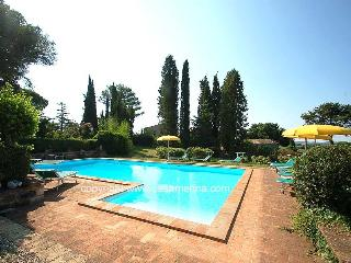 Detached villa with private pool amenities at 500m, Montecastrilli
