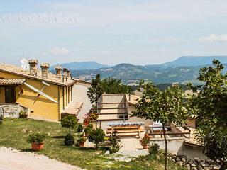 Casa vacanza La Contesa, nel Appennino pesarese, al confine di Marche e Umbria.
