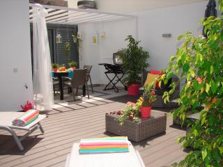 TOP FLOOR APARTMENT, amazing SUNNY TERRACE,sea view,totally quiet,free wifi,bbq