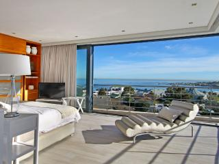 Contemporary 5-Star Villa in Camps Bay - Geneva Gem